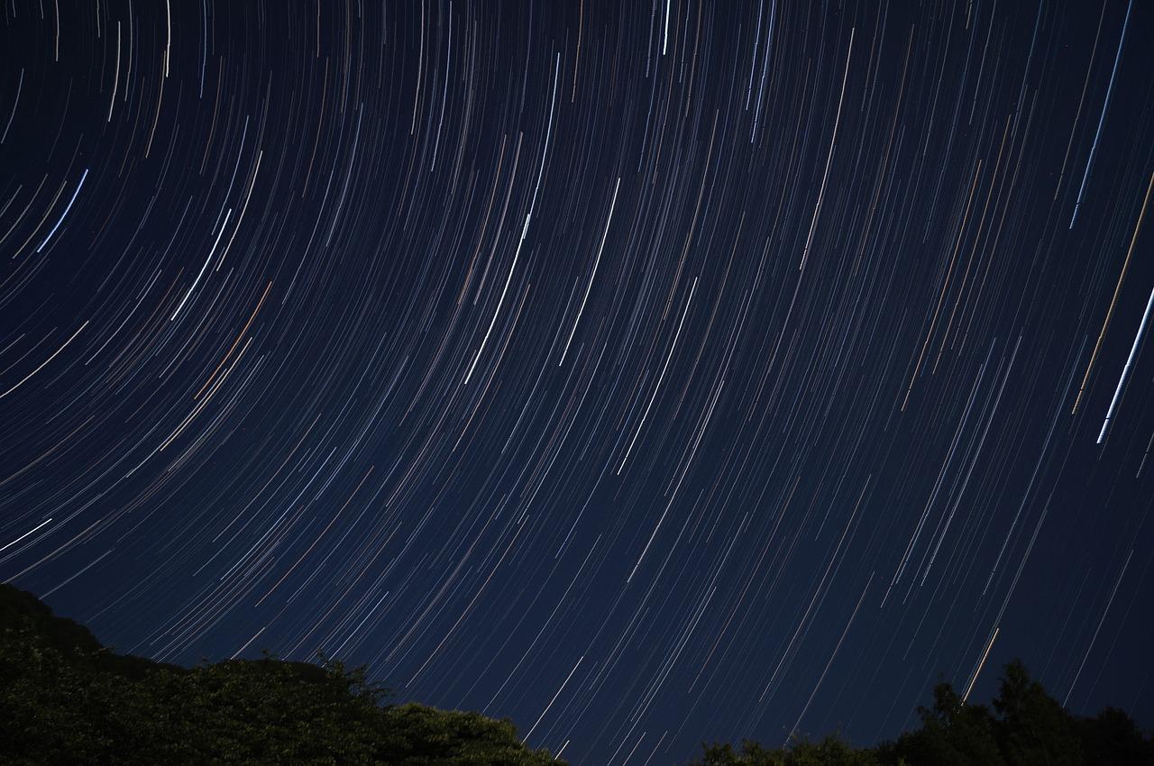 オリオン座流星群の2017年の方角や時間帯は?